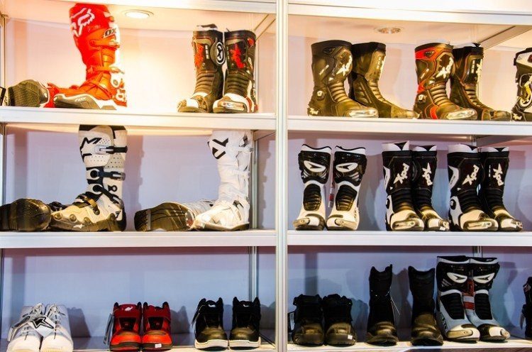 the style of motorcycle boot