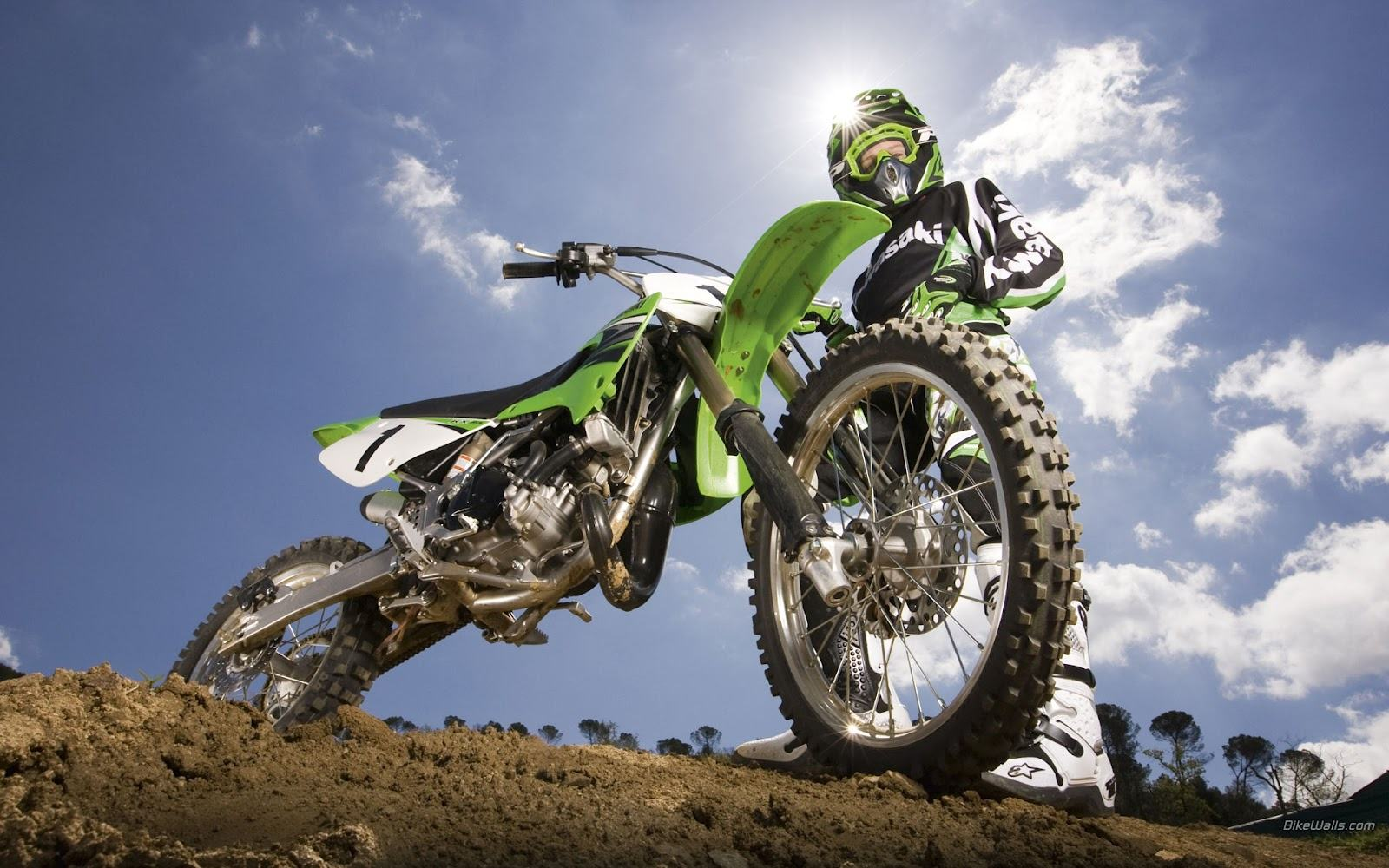 What kind of dirt bike would be best to learn on? - Quora