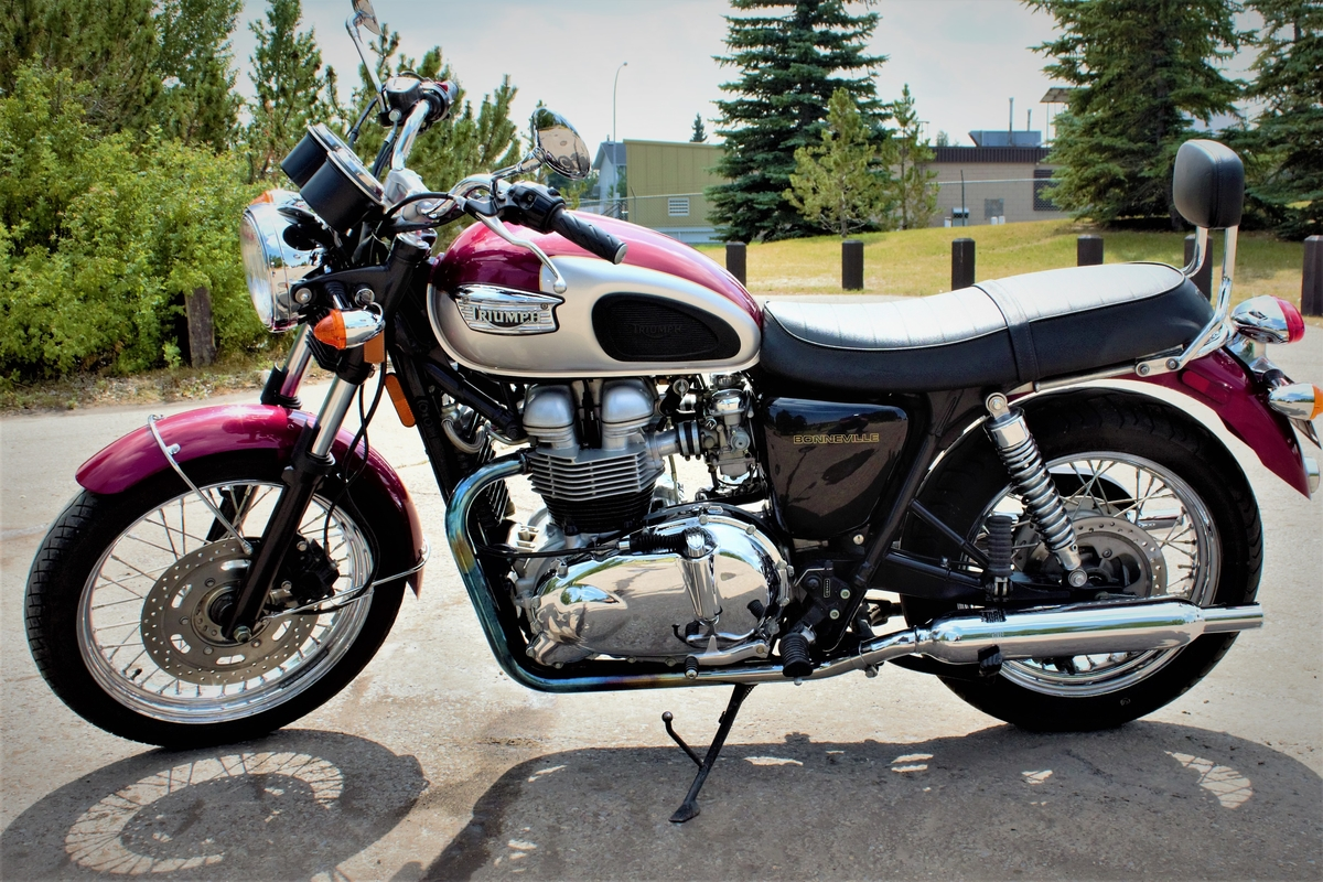 Triumph T100 Bonneville Hands On Review