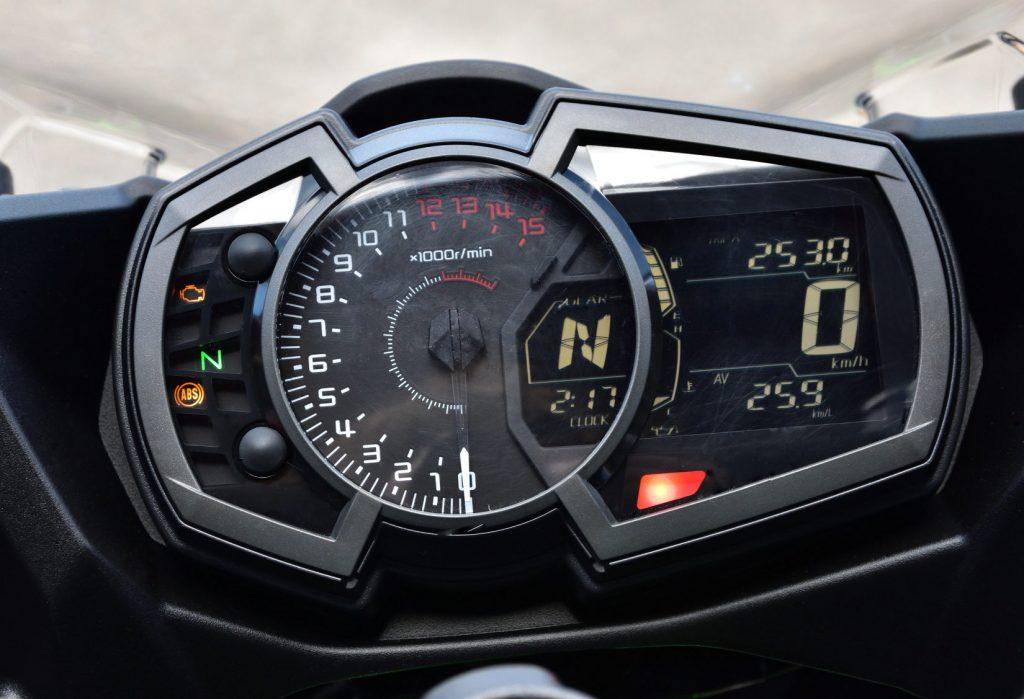 2018 Kawasaki Ninja 400 Dash