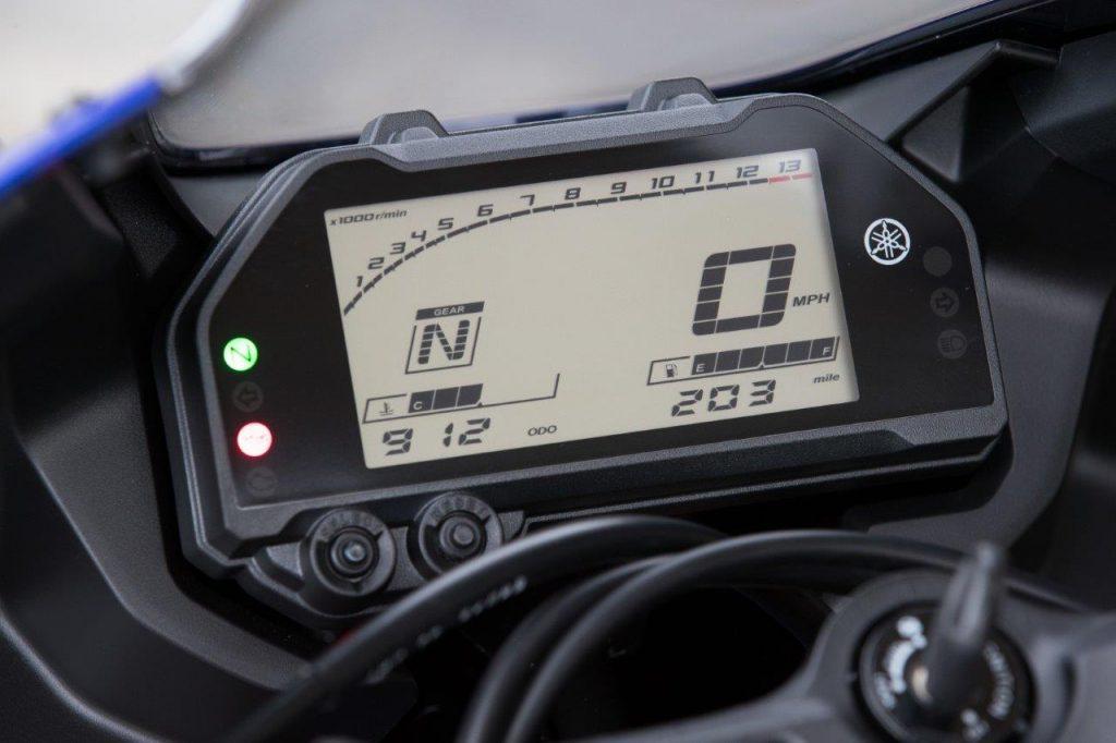 2019 Yamaha YZF-R3 digital dash