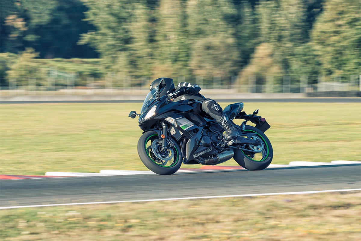 Kawasaki Ninja 650R on the track