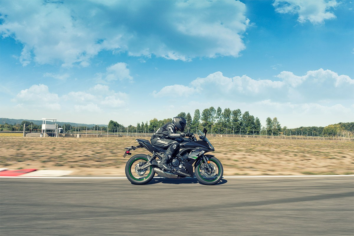 Kawasaki Ninja 650R on the track