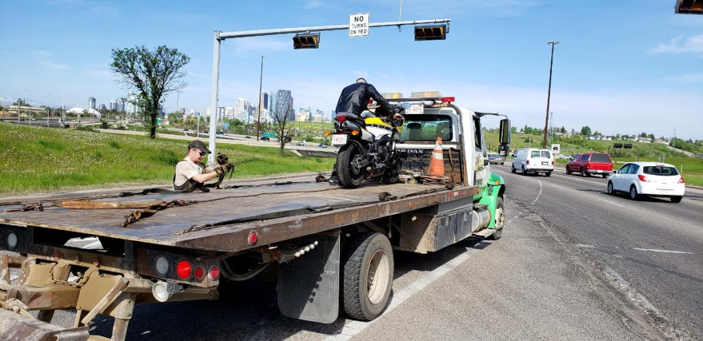 Securing the FZ6 to the flatbed tow truck