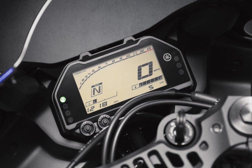 2020 Yamaha YZF-R3 dash