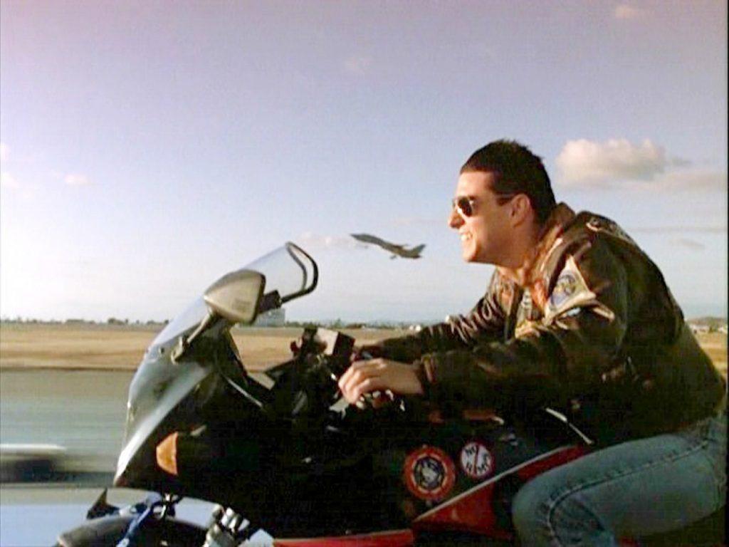 Tom Cruise riding Kawasaki GPz900R in movie Top Gun