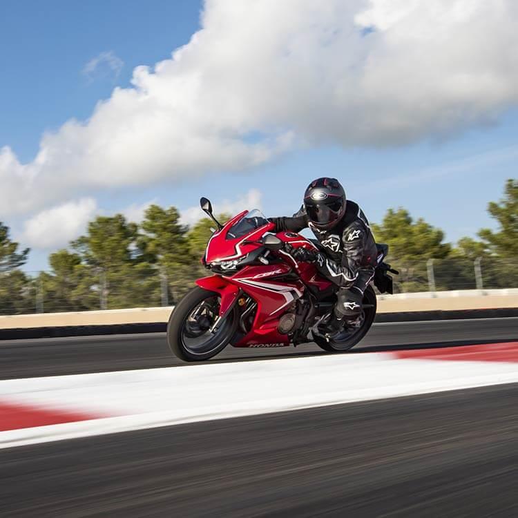 2021 Honda CBR500R - red - Cornering