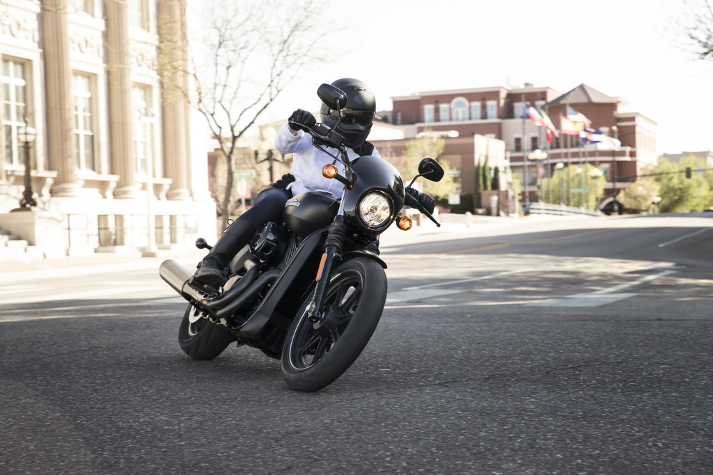 Harley Davidson Street 750 - Cornering